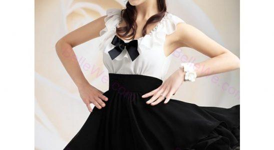 robe courte noire et blanche